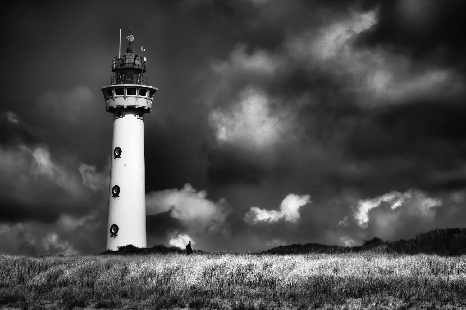 Lighthouse B&W